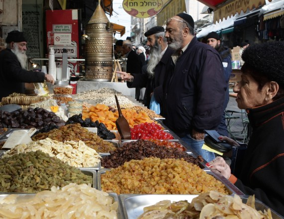 פירות יבשים בשוק