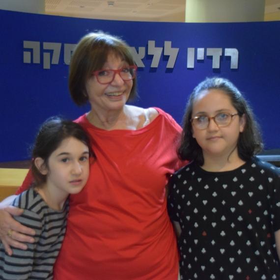 רבקה מיכאלי ונכדותיו של אהוד מנור