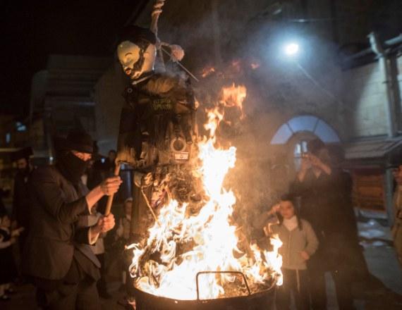 שריפת בובת חייל חרדי בשכונת מאה שערים