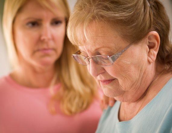 אשה ומבוגרת