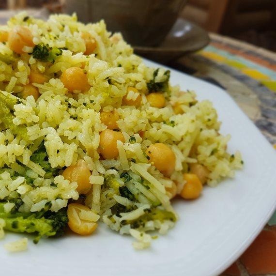 אורז עם ברוקולי וחומוס