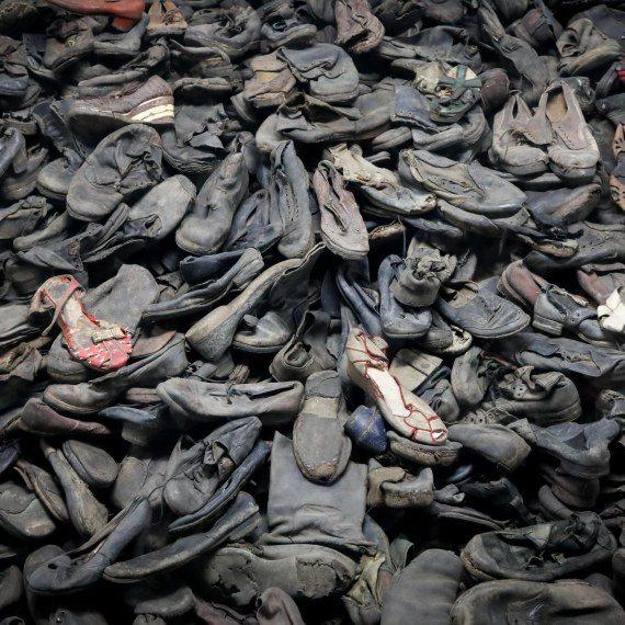 נעליים אושוויץ