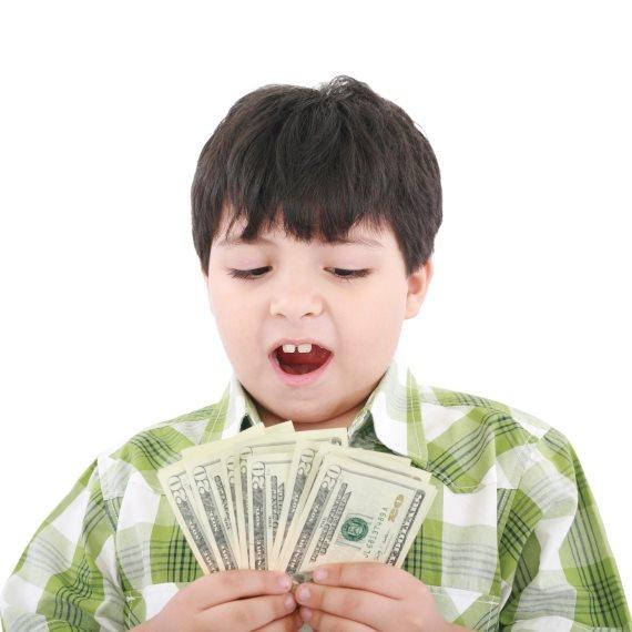 ילד עם כסף