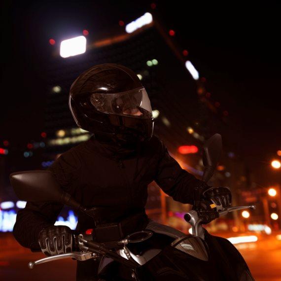 אופנוע בלילה