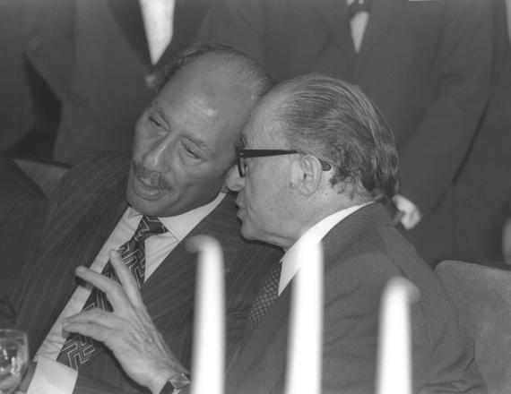 """נשיא מצרים לשעבר אנואר סאדאת וראש ממשלת ישראל לשעבר מנחם בגין ז""""ל"""