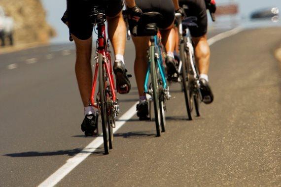 אופניים בצד הכביש