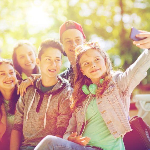 סלפי צילום עצמי ילדים חברים