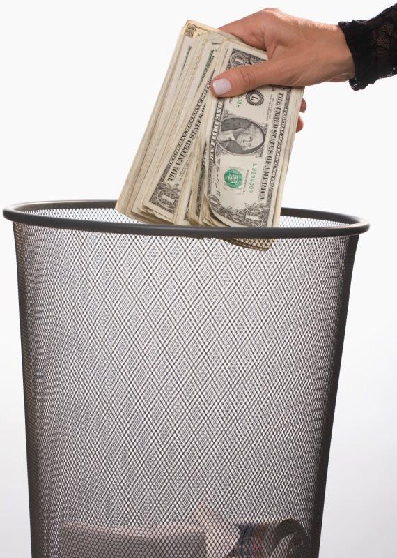 כסף נזרק לפח