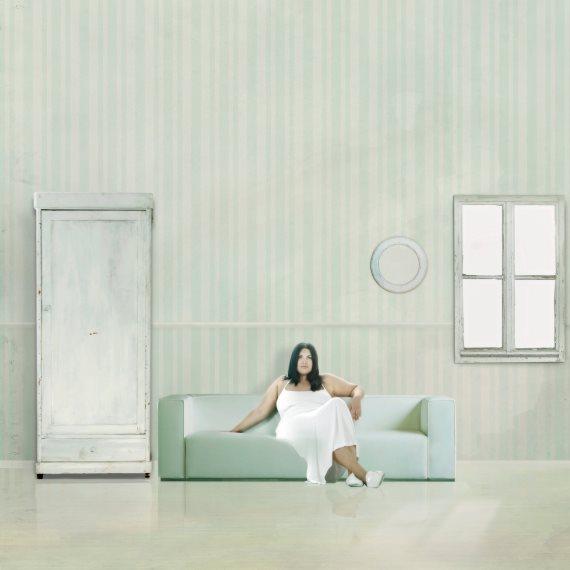 אישה לבדה