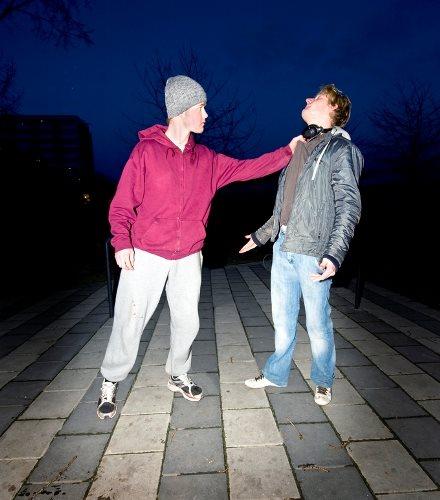 אלימות בין שני אנשים