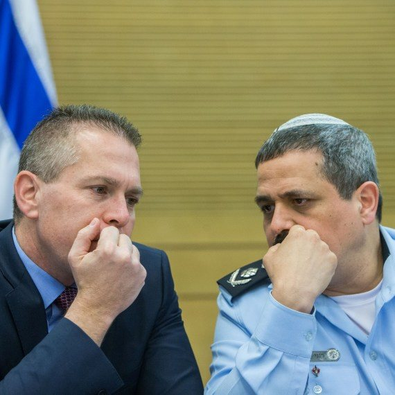 """השר לביטחון פנים גלעד ארדן ומפכ""""ל המשטרה רוני אלשיך"""