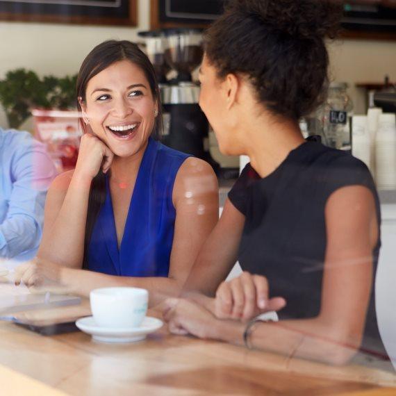 מפגש בית קפה