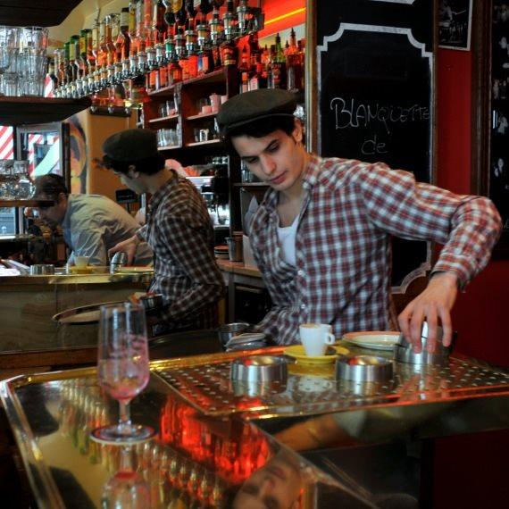 ברמן בבית קפה בפריז