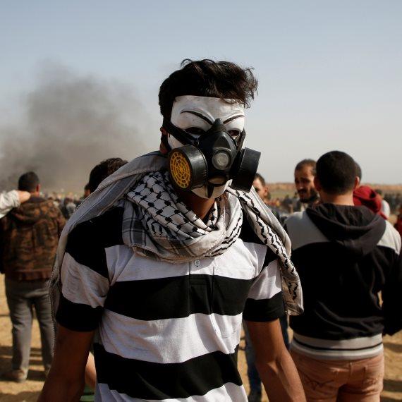 פלסטיני מפגין ברצועת עזה