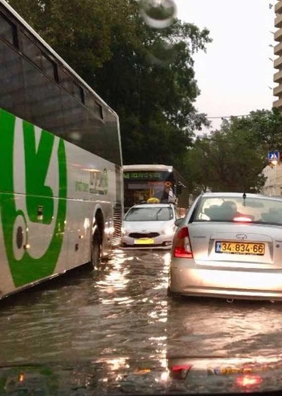 שיטפון בתל אביב