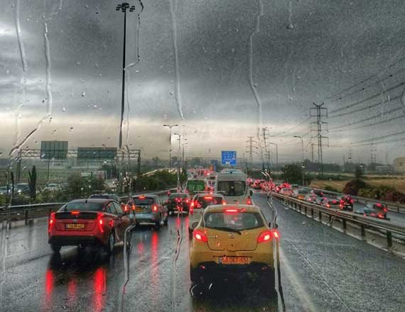 גשם חזק ופקקי ענק