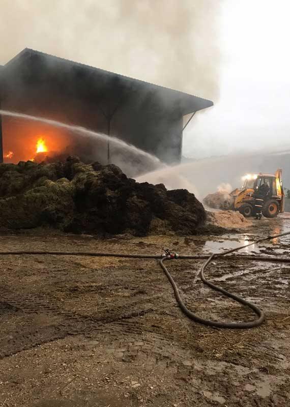 מאמצי כיבוי השריפה נמשכו לאורך כל שעות הלילה והבוקר