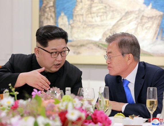 מנהיגי קוריאה הצפונית וקוריאה הדרומית נפגשים