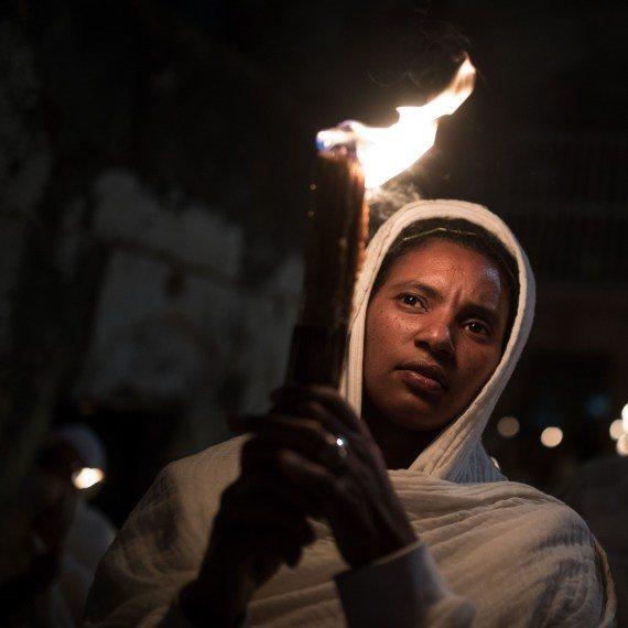 אתיופית אישה נר