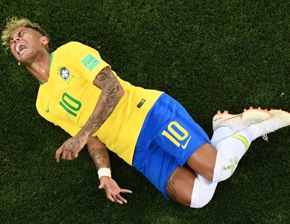 ניימאר במדי נבחרת ברזיל