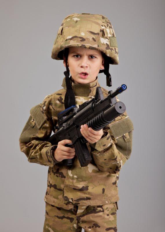 ילד במדי צבא