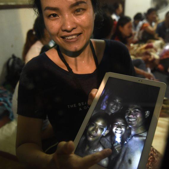בת משפחה של אחד הלכודים בתאילנד