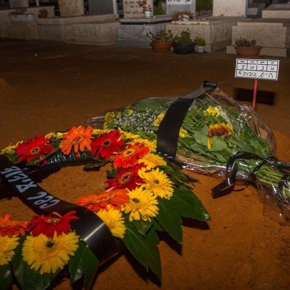 הקבר של אופירה חיים שהובאה למנוחות היום