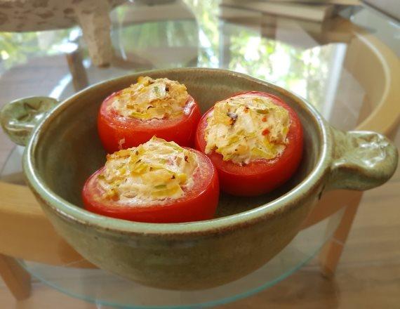 עגבניות אפויות במילוי גבינה
