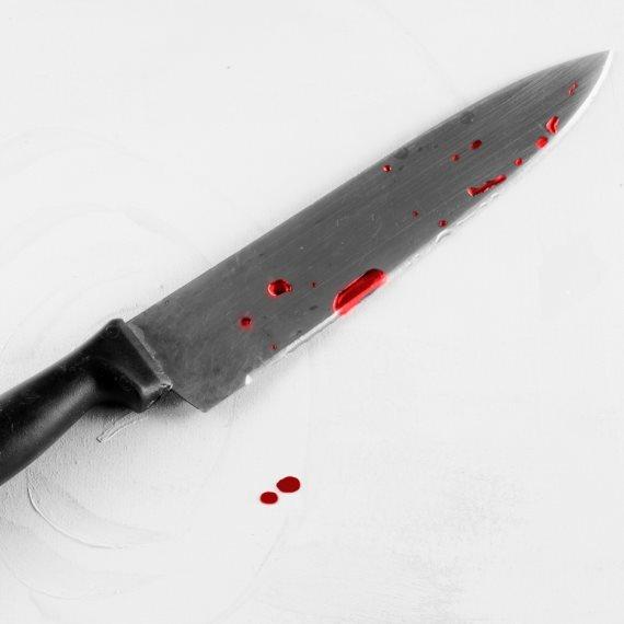 סכין עם דם