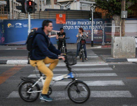 אופניים חשמליים על הכביש