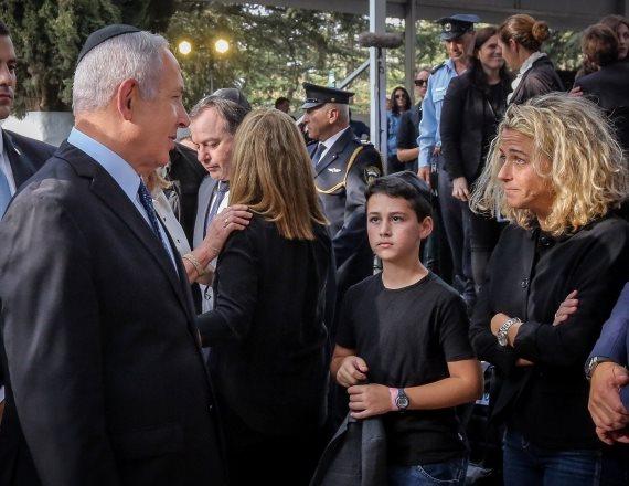 נועה רוטמן וראש הממשלה בנימין נתניהו בטקס האזכרה לראש הממשלה יצחק רבין
