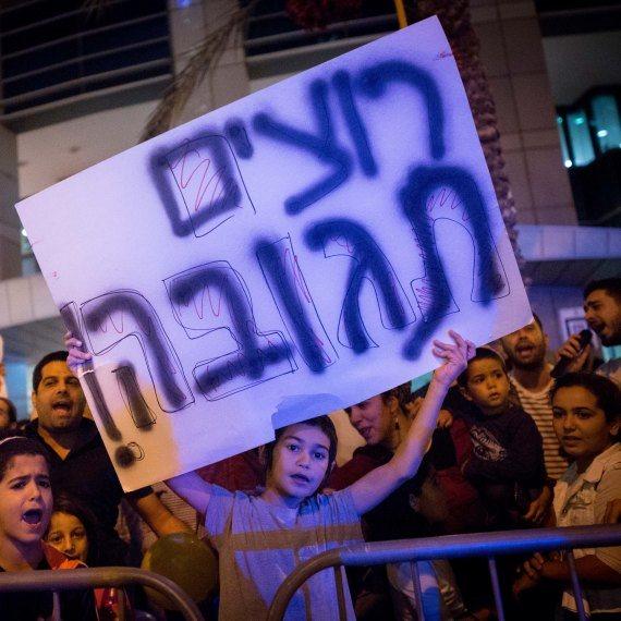 מפגינים בצומת עזריאלי בתל אביב נגד המצב בעוטף עזה