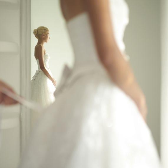 """""""שמלת הכלה נקרעה בתחילת החתונה והמעצבת לא מסכימה להחזיר את כספי"""""""