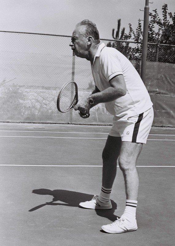 """יצחק רבין ז""""ל משחק טניס"""