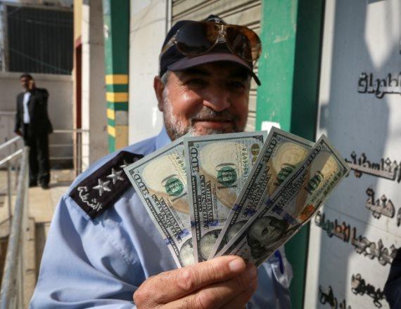 תושב עזה עם כסף שקיבל מהמימון הקטארי