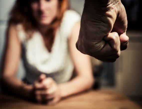 """""""כמעט חצי מהנשים שיוצאות ממעגל האלימות, חוזרות לבעלים בגלל התלות הכלכלית"""""""