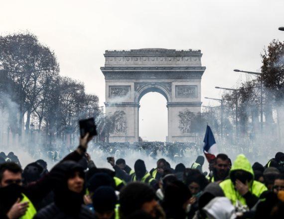 רבבות מוחים ברחובות פריז