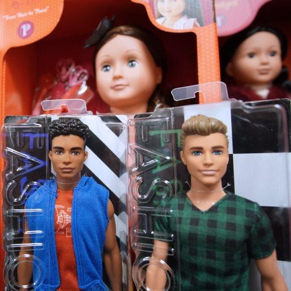 בובות קן בחנות צעצועים