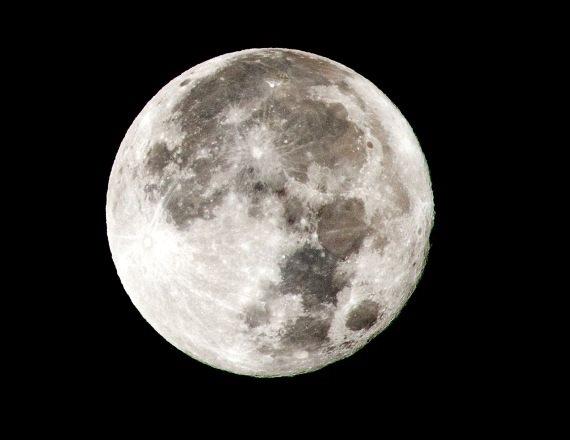 """""""ולוקחת אותי לסיבוב מנחם מול ירח"""""""