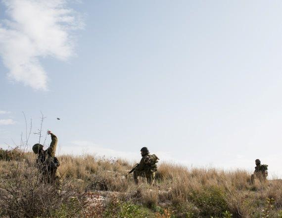 חיילים בעת אימון, ארכיון