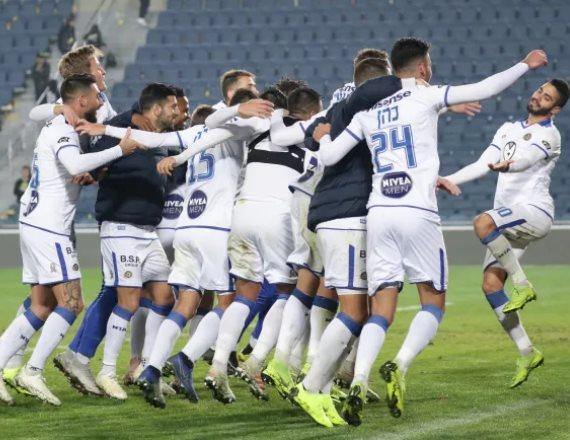שחקני מכבי תל אביב לאחר ניצחון, ארכיון
