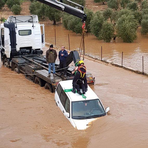 חילוץ ג'יפ ששקע במים בנחל חילזון, הבוקר