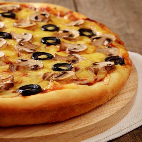 """""""הפיצה היא מזון מנחם וממכר"""""""