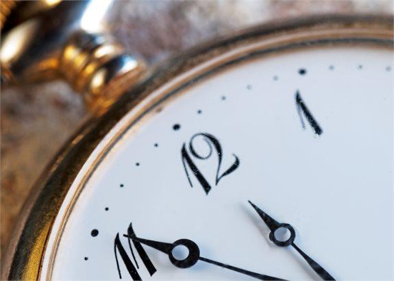 השעון מתקתק