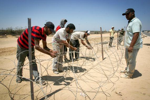 עובדים פלסטינים בגבול