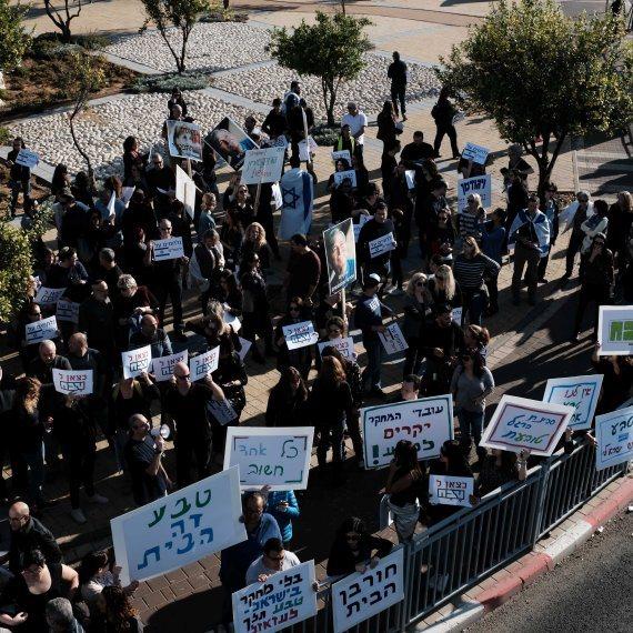 מחאה בעקבות פיטורי עובדים בטבע
