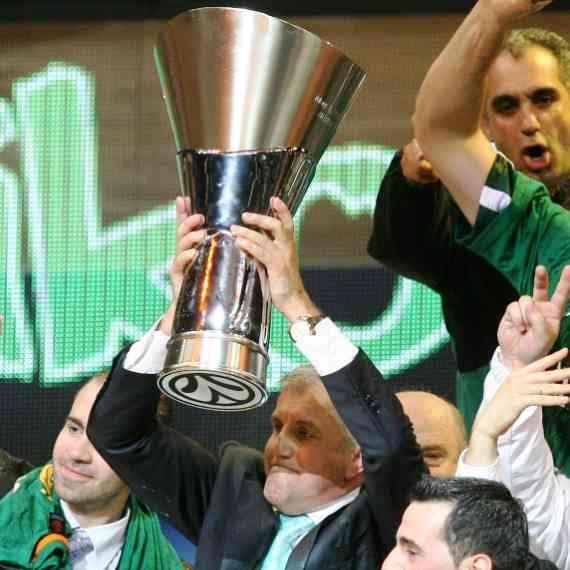 אוברדוביץ' מניף את גביע היורוליג, 2009
