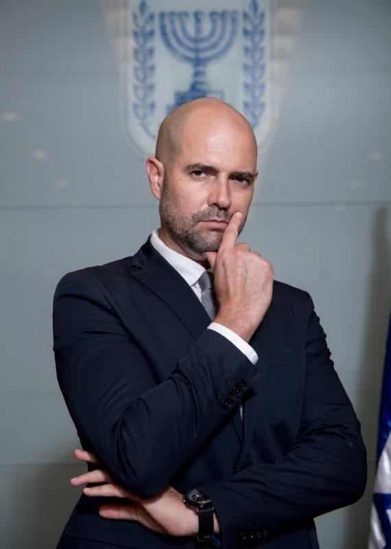 אמיר אוחנה נבחר לשר ההומו הראשון בישראל