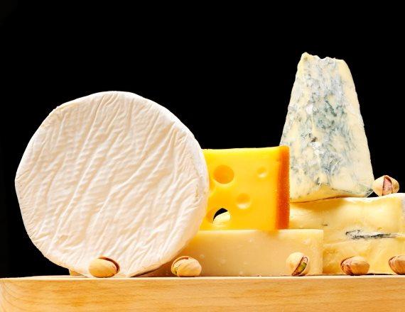 פלטת גבינות מפתה במיוחד