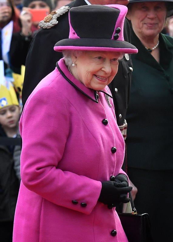 המלכה אליזבת BEN STANSALL AFP